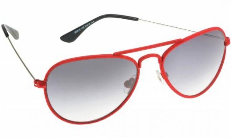 """النظارة الشمسية """"المضروبة"""" تتسبب فى الإصابة بالمياه البيضاء"""