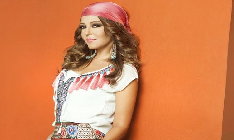 الديفا سميرة سعيد تهنىء نوال الزغبى وعلق: فستانك حلو