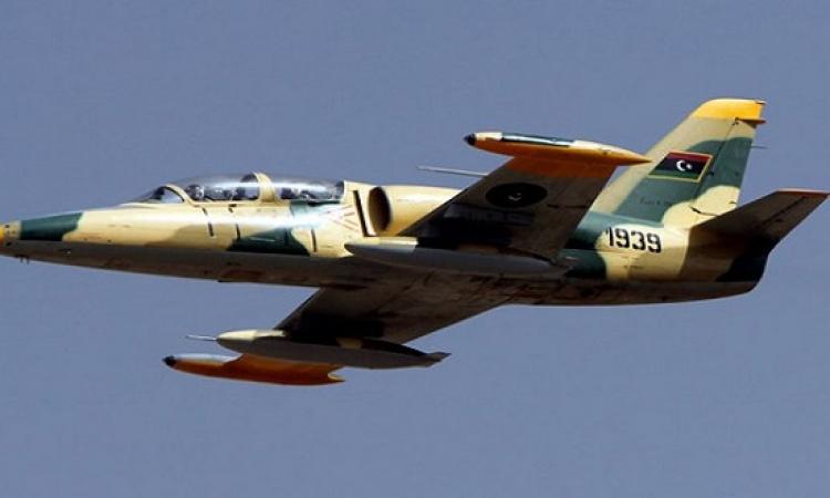 طائرات الجيش الليبى تغير على تجمعات القاعدة بإجدابيا