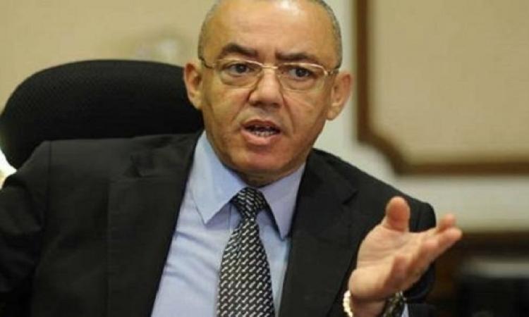 وزير الطيران يطالب بالاستمرار فى تطبيق الإجراءات الأمنية بالمطارات وفقا للمعايير الدولية