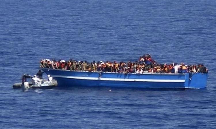 إيطاليا تنقذ اكثر من 900 مهاجر في يوم واحد