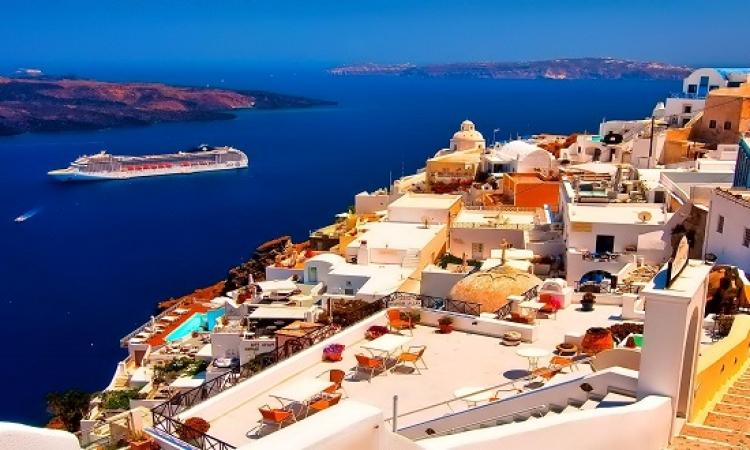 سحر جمال طبيعة سانتورينى اليونانية