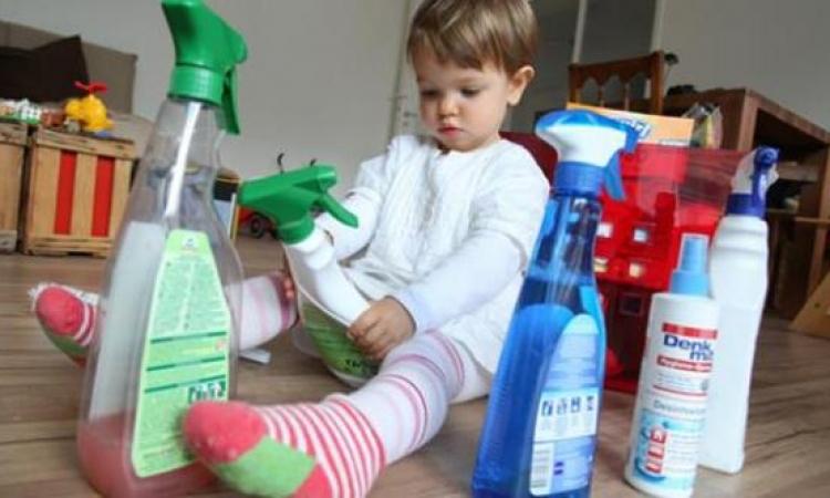 كيفية إسعاف طفلك بعد ابتلاع مواد التنظيف ؟!!