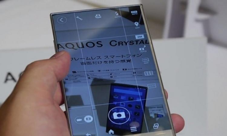 شركة شارب تكشف عن هاتف ذكي شاشته عديمة الحواف