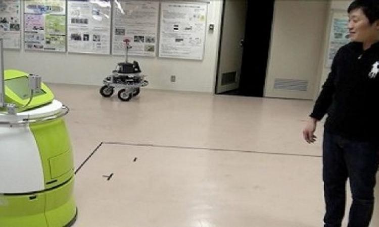 اليابان تبتكر روبوتات تحل محل عربات نقل المعدات بالمستشفيات