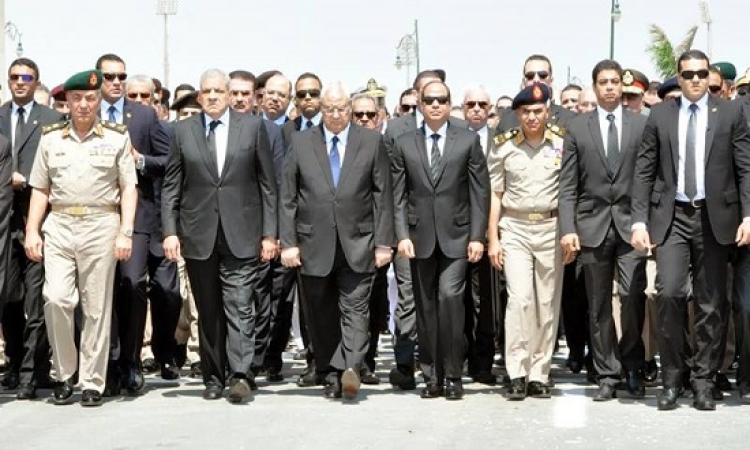بالصور .. السيسى يتقدم المشيعين فى جنازة النائب العام هشام بركات