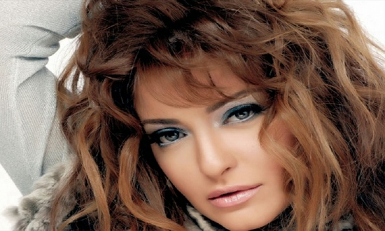 تعرض علا غانم وأسرتها لحادث على طريق الإسكندرية مطروح