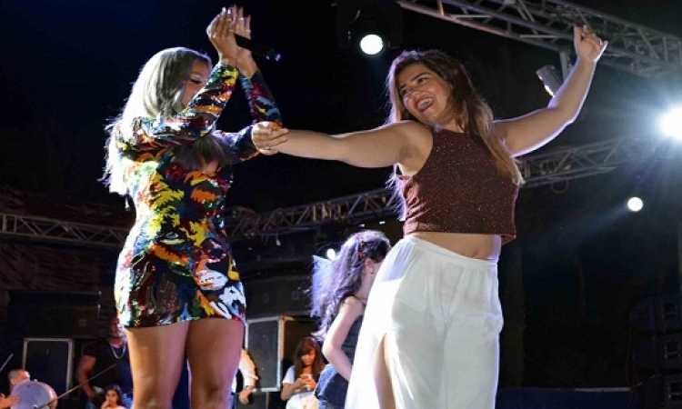 بالصور .. مايا دياب تتألق فى العين السخنة بفستان مثير .. كالعادة !!