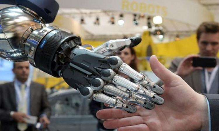 فريق ألمانى ينجح فى تصنيع يد ذكية باستخدام أسلاك معدنية حافظة للذاكرة