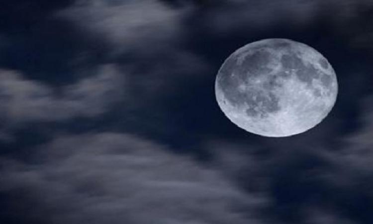 القمر الأزرق يضئ سماء القاهرة غدًا