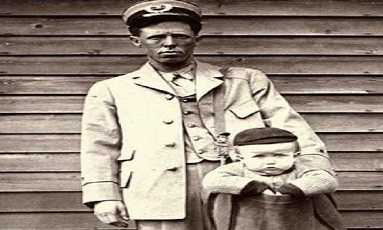 أول طفل يتم إرساله لأسرته عبر ساعى البريد