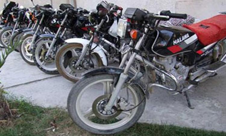 ضبط 15 دراجة بُخارية مُخالفة و8 مُسجلين خطر بالسويس