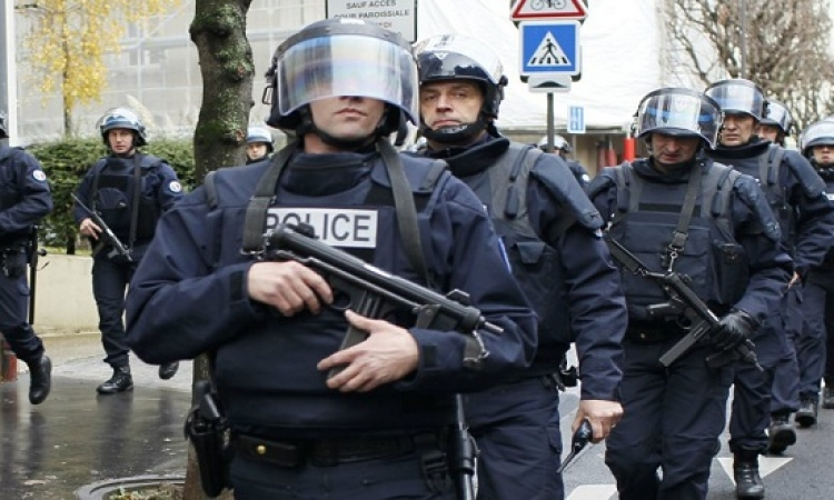 مقتل مشتبهين بينهما انتحارية بعملية مداهمة للشرطة الفرنسية شمال باريس