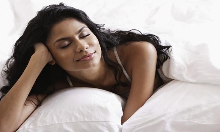 تفسير علمى للعلاقة بين الرجال والنظر إلى صدر النساء !!