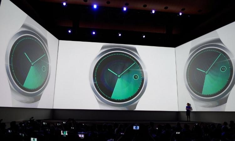 بالصور .. تعرف على مواصفات نسختى ساعة سامسونج Gear S2