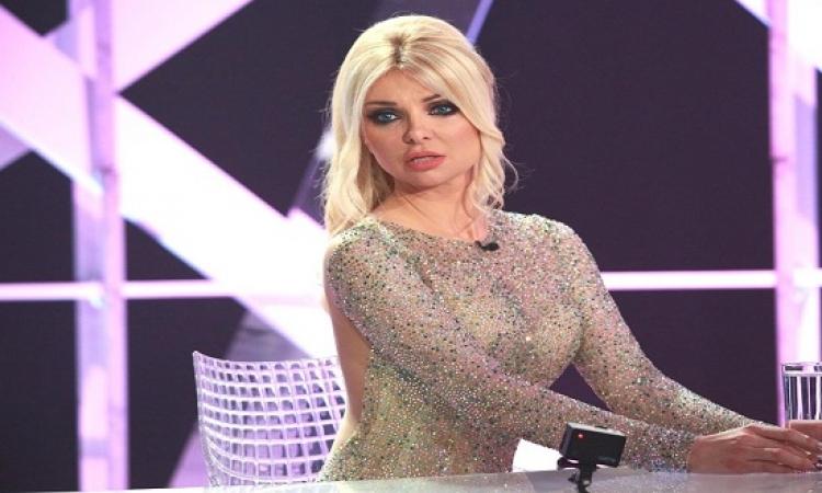 بالصور .. ميريام كلينك تشارك فى ثورة لبنان .. بزى مثير من أكياس الزبالة .. جديدة برده !!