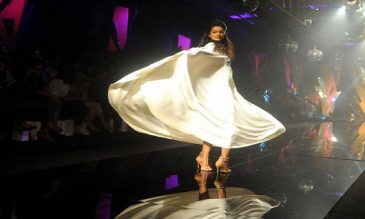 الموضة الهندية فى أسبوع لاكمى.. حوريات يتبخترن على منصات العرض