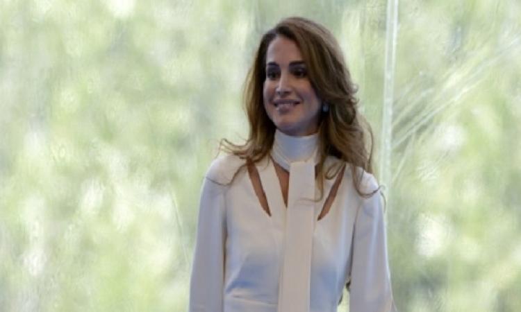 بالصور.. الملكة رانيا مع ابنتها بإطلالة باريسية فى مؤتمر رجال الأعمال