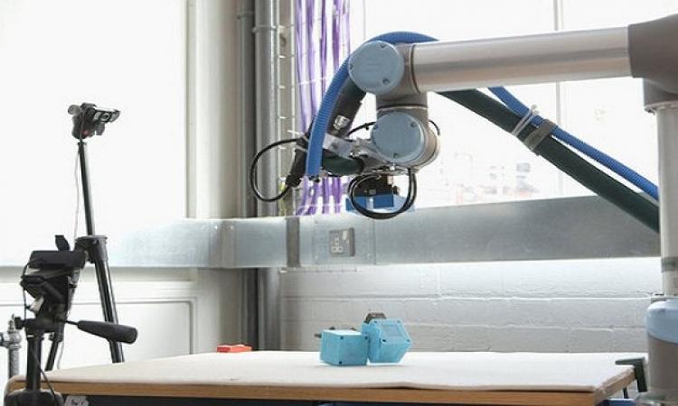 ابتكار أم روبوتية يمكنها أن تقوم بنفسها بتنشئة صغارها