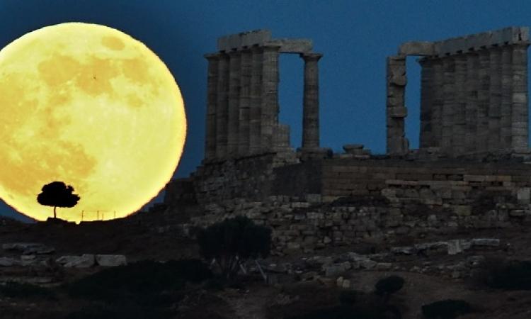 العالم يشهد غداَ خسوفاَ كلياَ للسوبر قمر يتكرر بعد 18 عاما