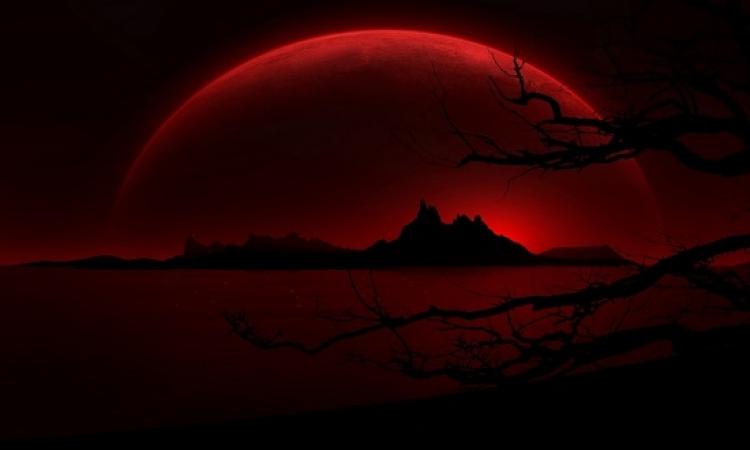 ترقبوا مساء اليوم .. القمر يظهر باللون الأحمر خلال ظاهرة الخسوف الكلى