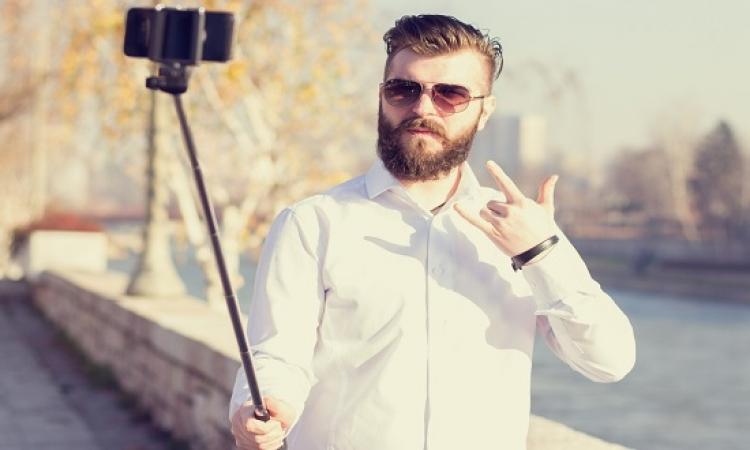 يستقيل من وظيفته .. ليتفرغ للصور السيلفى !!