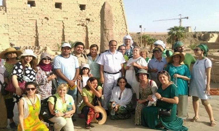 سياح مكسيكيون  يزورون الأقصر ويشيدون بأمن مصر