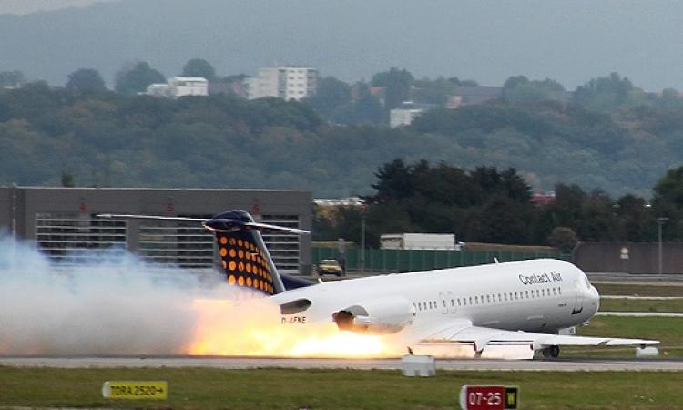 بالفيديو .. هبوط مثير لطائرة على طريق سريع .. يمكن افتكره مطار !!