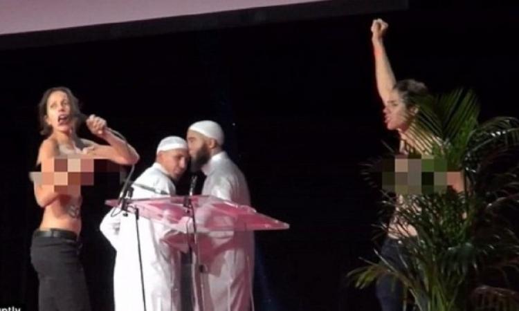 """ناشطات """"فيمن"""" يهاجمن معرضاً للمسلمين فى فرنسا .. طايحين فى الكل !!"""