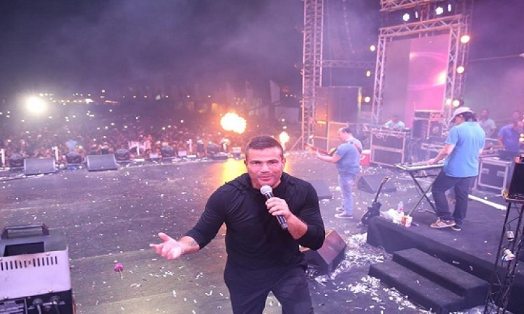 عمرو دياب يحتفل بعيد ميلاد توأميه بصورة قديمة لهما