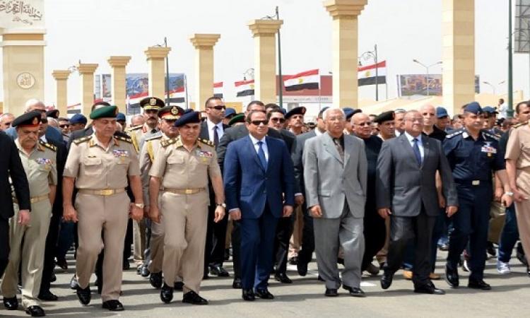 بالصور .. السيسى يتقدم جنازة اللواء أمين حسين مساعد وزير الدفاع