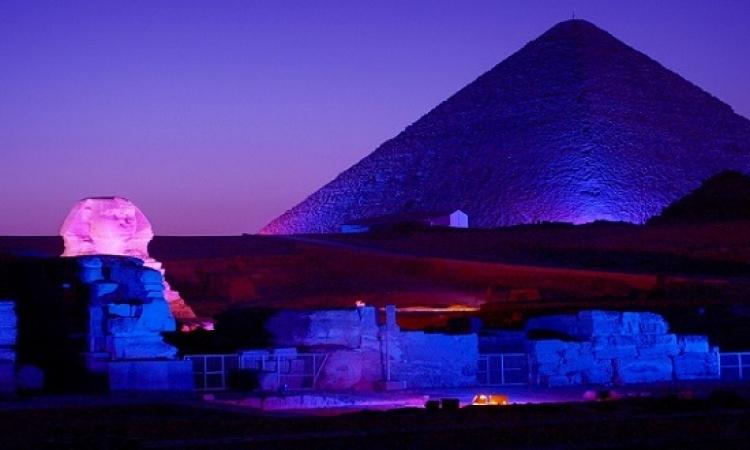 إضاءة الأهرامات باللون الأزرق احتفالا بالذكرى الـ70 للأمم المتحدة