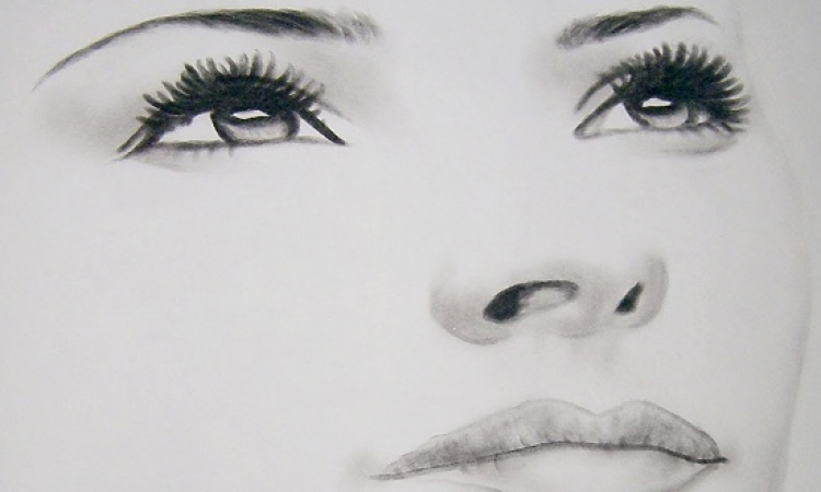 فيديو يوضح كيفية رسم وجه المرأة .. اتفرجى واتعلمى !!