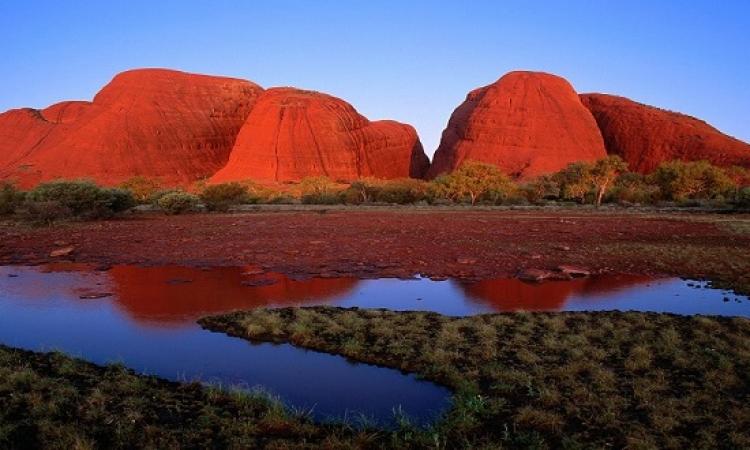 شلالات اولورو .. الواحة البرتقالية فى صحراء استراليا القاحلة