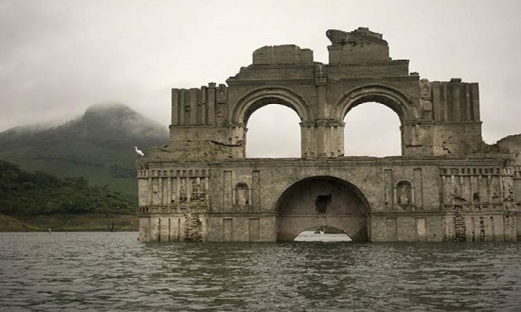 بالصور .. ظهور كنيسة مكسيكية بعد مرور 600 عام على غرقها !!