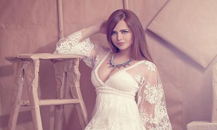 بالصور .. رانيا الملاح تتألق بفستان غير تقليدى