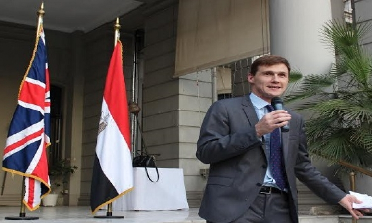 السفير البريطانى يؤكد رغبة بلاده فى أن تكون الأولى لاستئناف الرحلات لشرم