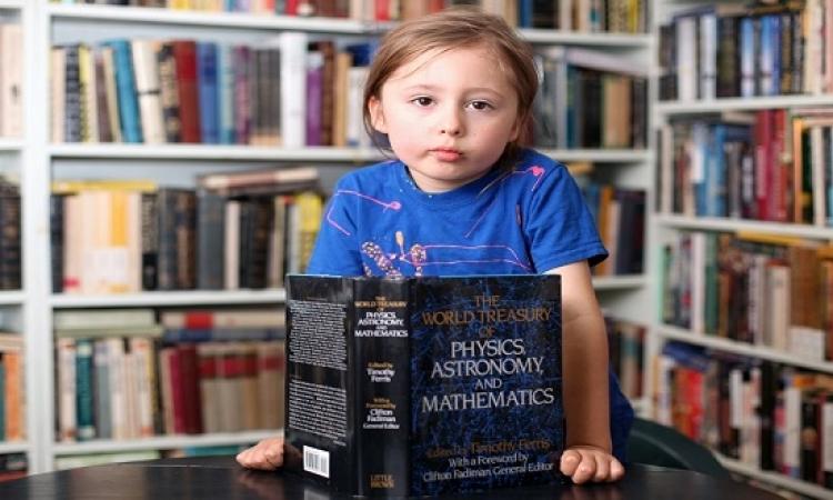 بالصور والفيديو .. لغز الطفل المعجزة : عمره 5 أعوام ويستطيع قراءة أفكار الآخرين !!
