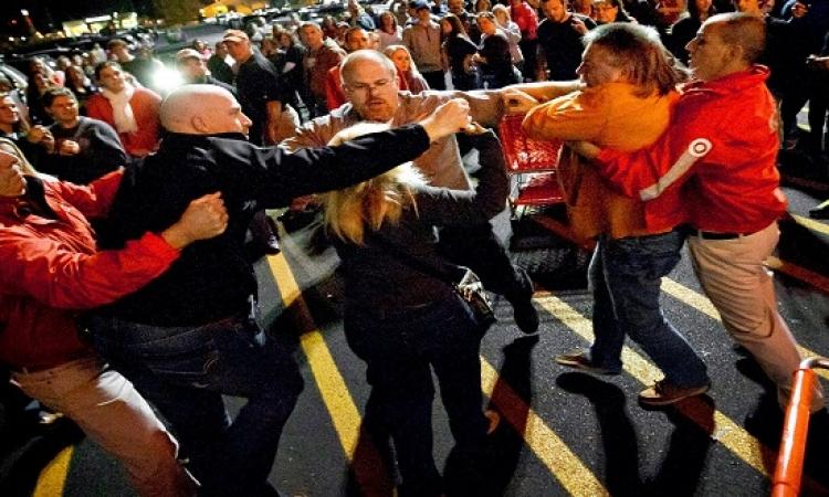 بالفيديو .. الـ Black Friday فى امريكا قلب حرب شوارع !!