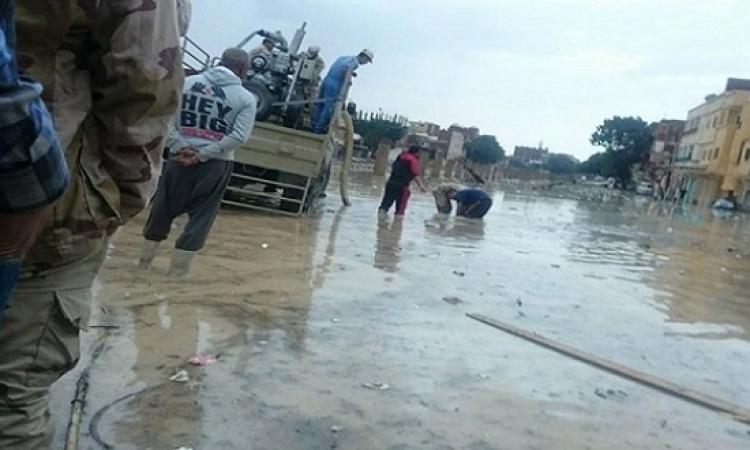 بالصور .. مياه الأمطار تغرق العامرية والجيش يحاول المساعدة
