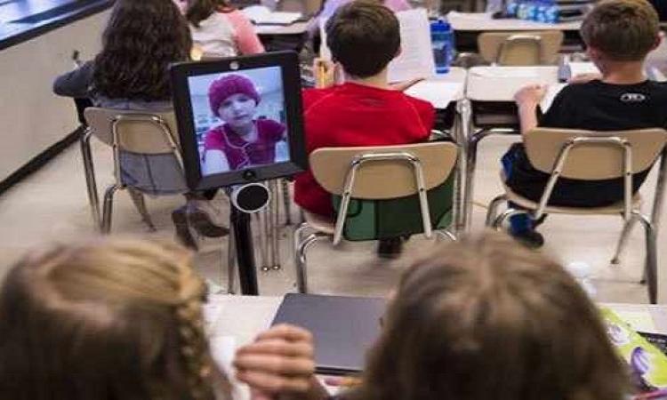 روبوت يجعل أطفال السرطان يحضرون المدرسة وهم بالسرير