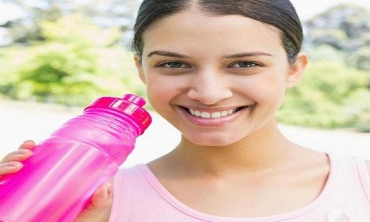 البايكنج صودا تمتص روائح الزجاجات البلاستيكية