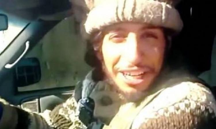 بالفيديو .. مدبّر هجمات باريس يجرّ الجثث مبتسماً إلى مقبرة جماعية