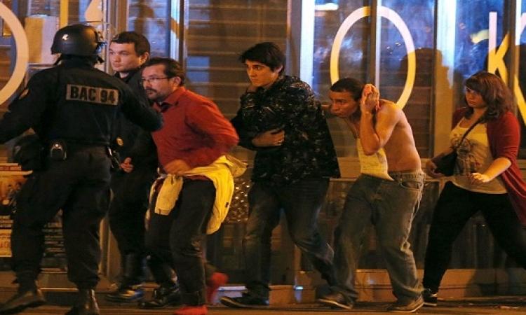 """بالصور .. أحد محتجزى مسرح """"باتاكلان"""" بباريس يوجه رسالة للعالم"""