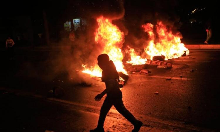 بالصور.. نيران وأعلام فى شوارع تركيا للاحتفال بحزب أردوغان