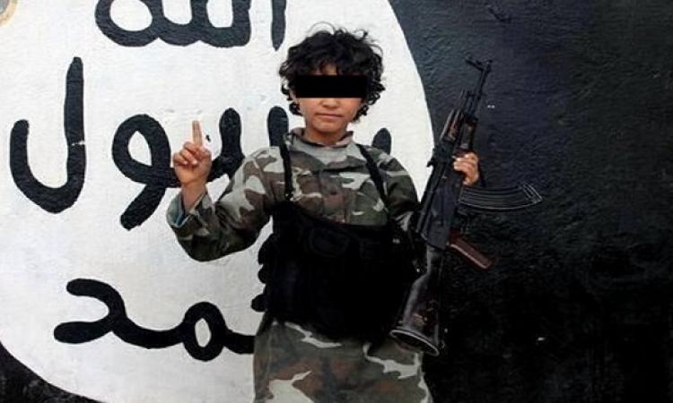 داعش يزج بالأطفال فى الحرب ويتخذهم دروعا بشرية