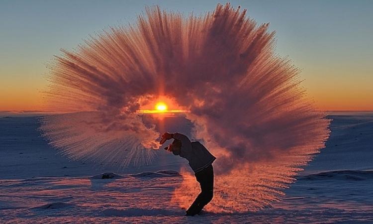 بالصور .. تشكيل مذهل لشاى ساخن فى القطب الجنوبى !!