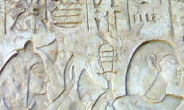 """وزارة الآثار تسترد لوحة جدارية للملك """"سيتى الأول"""" من إنجلترا"""