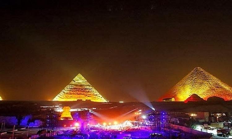 """"""" مصر تتلألأ """" عند سفح الأهرامات .. ليلة رأس السنة ؟!"""