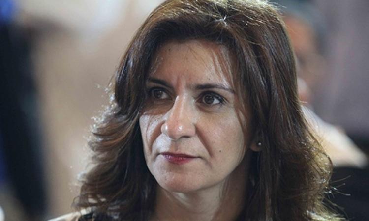 بالفيديو .. وزيرة الهجرة تغازل زوجها على الهواء